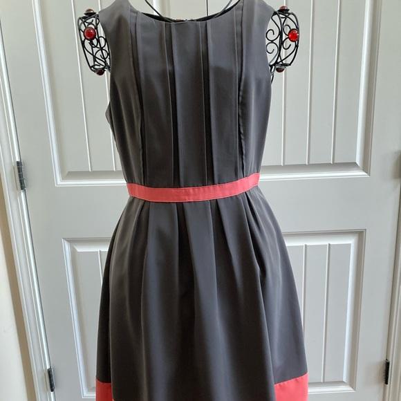JESSICA SIMPSON Grey & Coral Pleated Dress